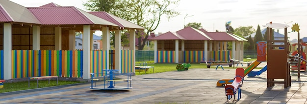 幼稚園の遊び場。