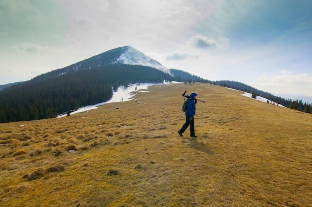山の孤独な写真家