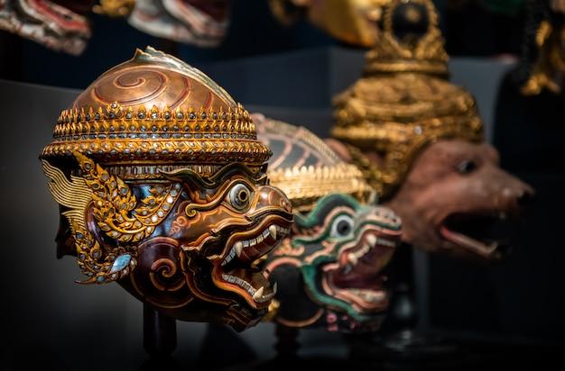 タイの手工芸品マスクヘッド文字コン。