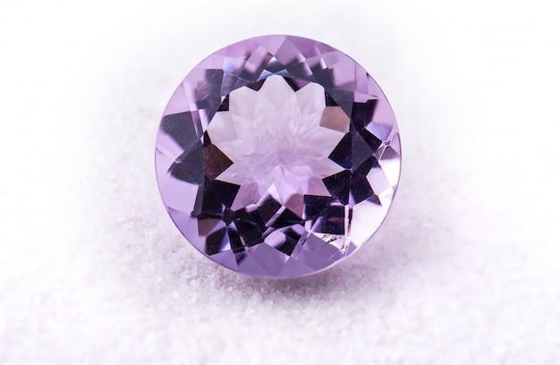 紫のアメジスト宝石。