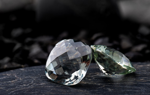 グリーンアメジストの宝石用原石。