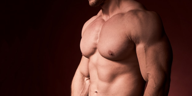 Мужчины без волос на груди. мускулистая грудь накачана мужчинами