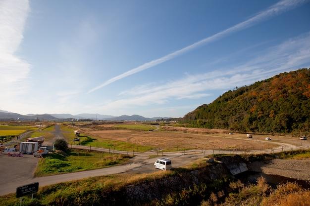 京都嵐山の水田と青い空