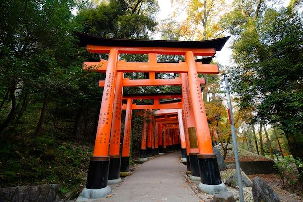 鳥居、伏見稲荷大社、京都、日本
