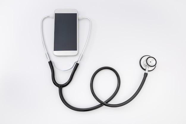 遠隔医療。スマートフォンと聴診器、ヘルスケア、薬、病院
