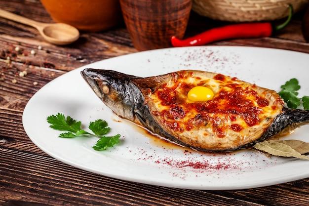 Запеченная рыба скумбрия аджар