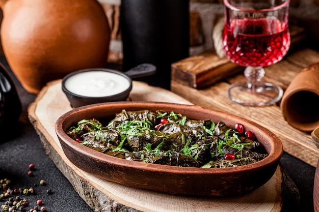 Капустные рулетики из виноградных листьев с рисом и мясным фаршем