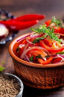 Узбекский томатный салат с луком