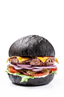 黒パンのアメリカンバーガー。