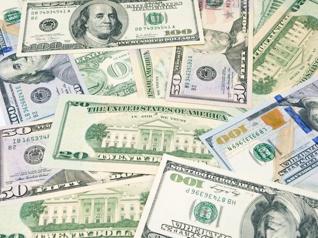 Из американских долларовых купюр. различные долларовые банкноты.