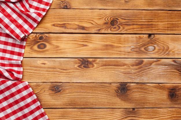 木製のテーブル背景に市松模様のテーブルクロス