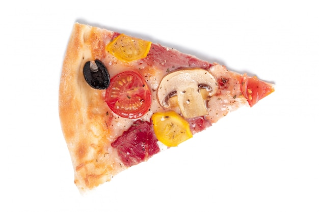 分離された新鮮なイタリアの古典的なオリジナルピザのスライス