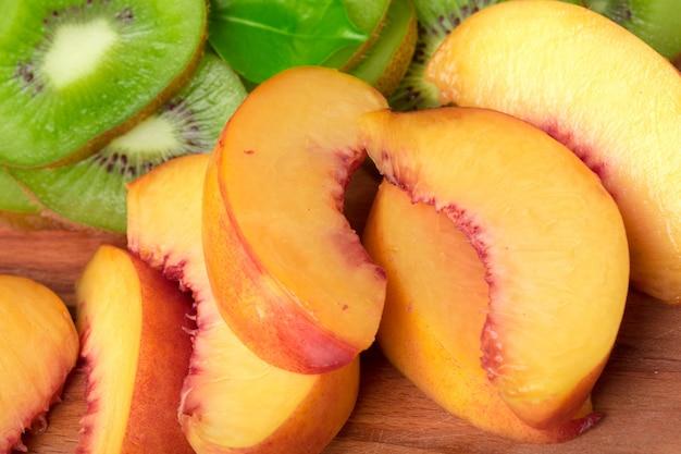 Ломтик персика