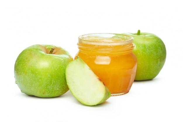 Яблоки и банку меда для еврейского нового года изолированы