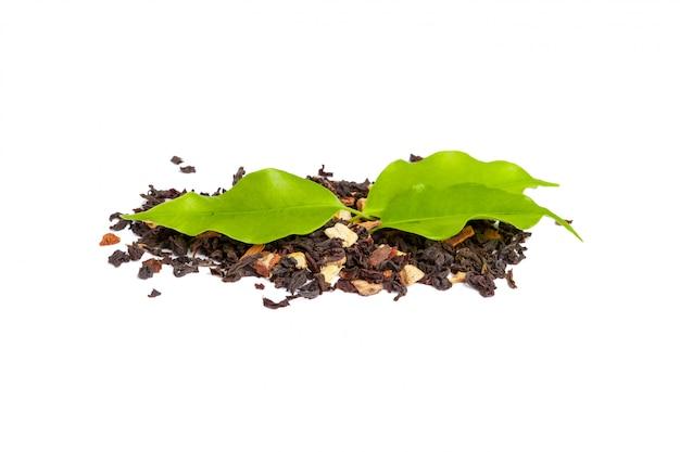 白で隔離緑茶葉