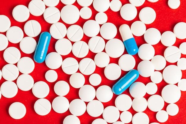 Многие таблетки крупным планом
