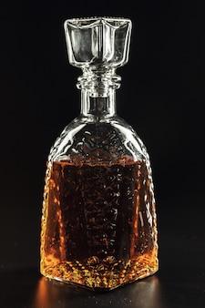 Бутылка виски, или рома, или алкогольных подставок