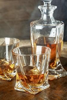 コニャックとグラスのボトル。ブランデー