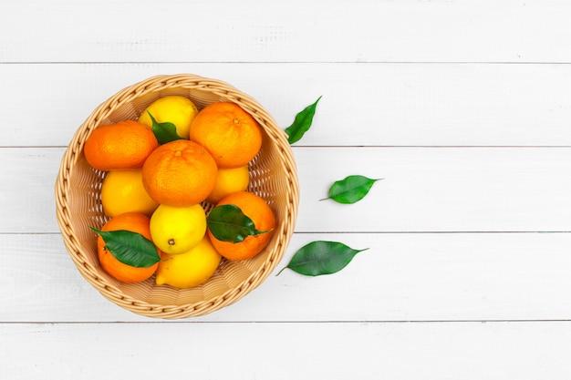柑橘系の果物、トップビューのボウル