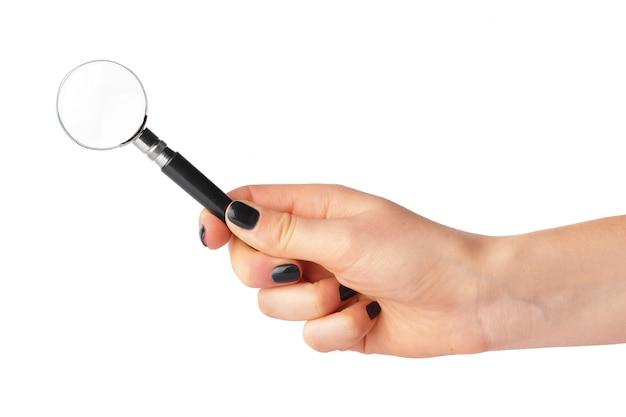 女性の手で虫眼鏡