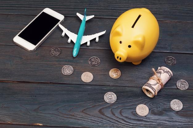 休日の概念の旅行予算の計画を保存