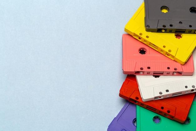 明るいレトロなカセットテープ