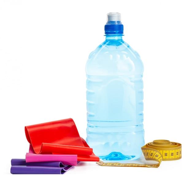 Концепция питьевой воды. бутылка воды изолированы