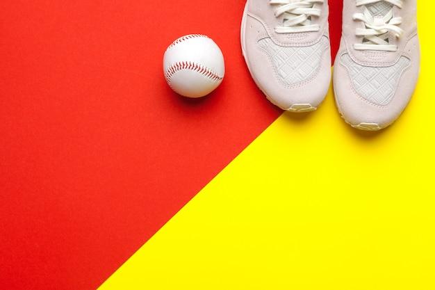 Пара спортивной обуви. новые кроссовки