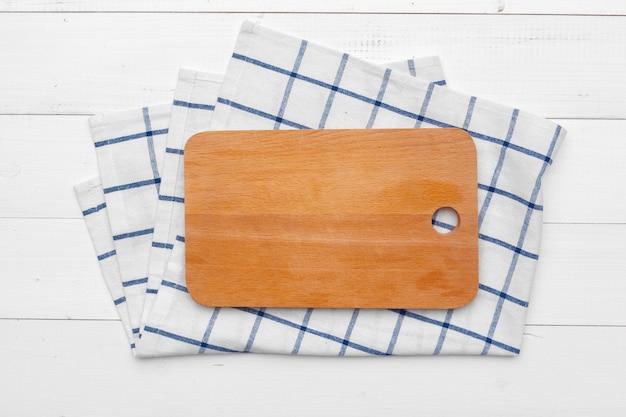 Деревянная доска стенд на скатерть