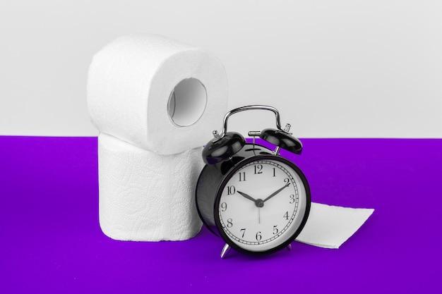 トイレットペーパー付き目覚まし時計