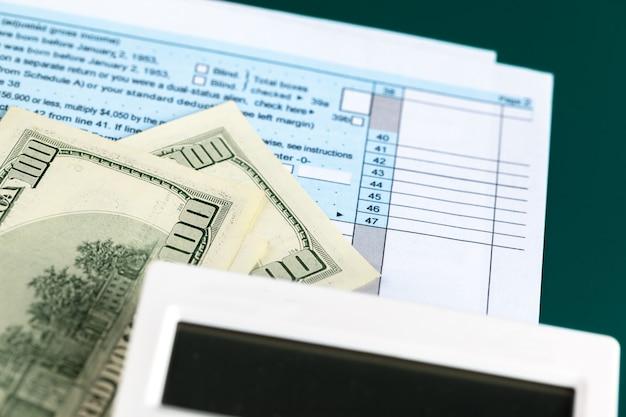 米国の個人所得税申告書。