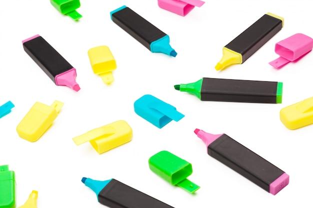 Цветные маркеры изолированы