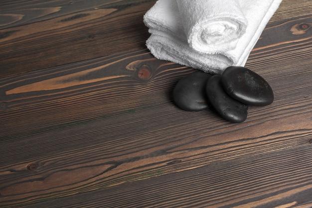 木製のテーブルの美しいスパの組成