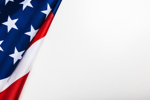 Американский флаг границы на белом фоне