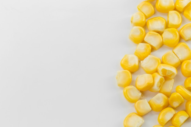 Семена кукурузы изолированы