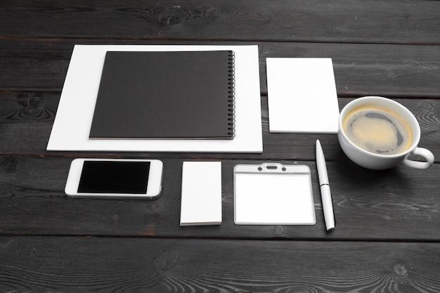 企業ブランディングモックアップ空白文房具セット。