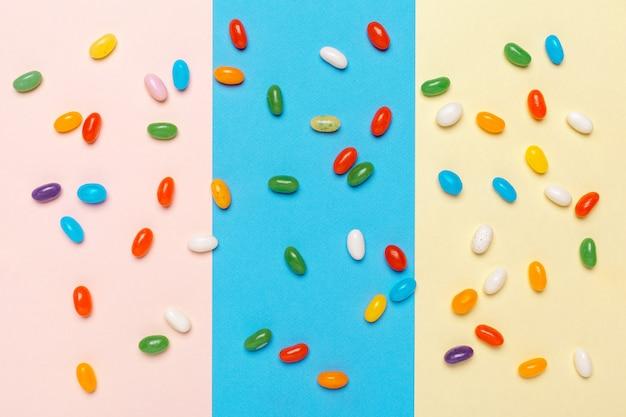 異なるカラフルなフルーツキャンディ
