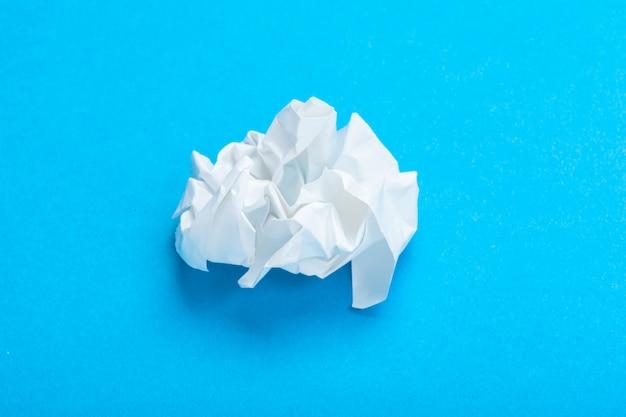 しわくちゃの紙のボール