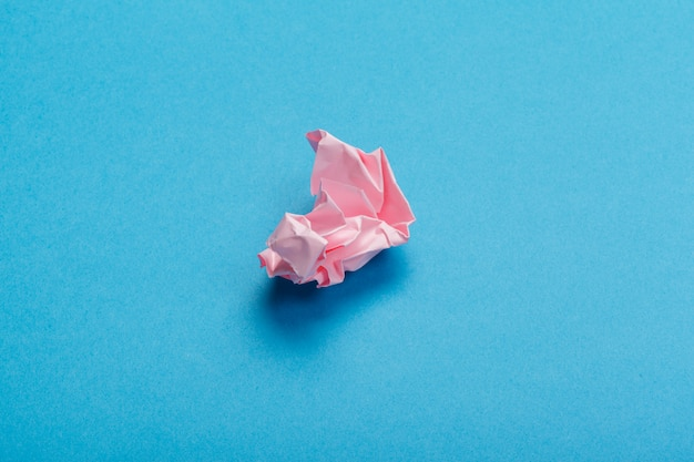 ピンクのしわ紙