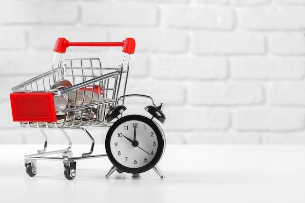 Время, электронная коммерция, экономия и покупки.
