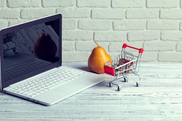 Покупки онлайн мини корзина и ноутбук