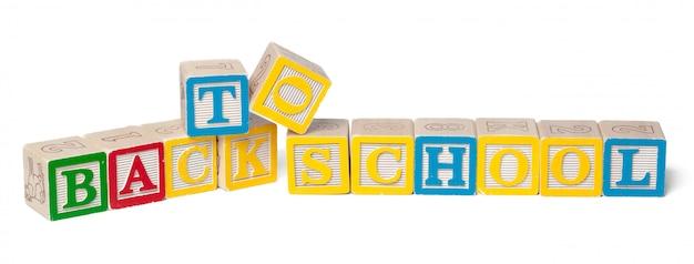 Красочный алфавит блоков. обратно в школу, изолированные на белом