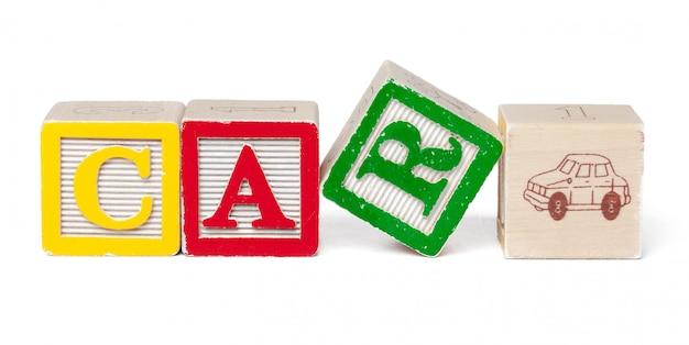 カラフルなアルファベットブロック。白で隔離単語車