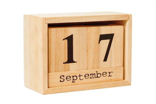 Деревянный календарь на белом