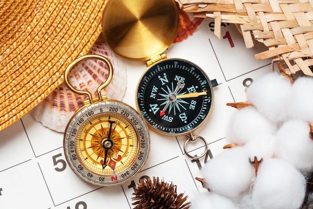 Путешествия и отдых, компас в календаре планировщика