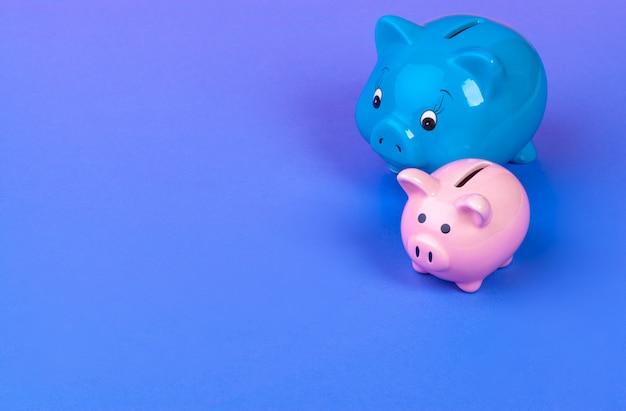 明るい色のピニック貯金箱
