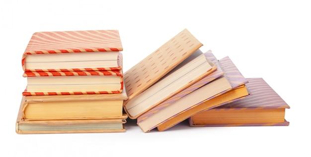 白で隔離される本の山