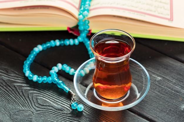 Турецкий чай в традиционном бокале