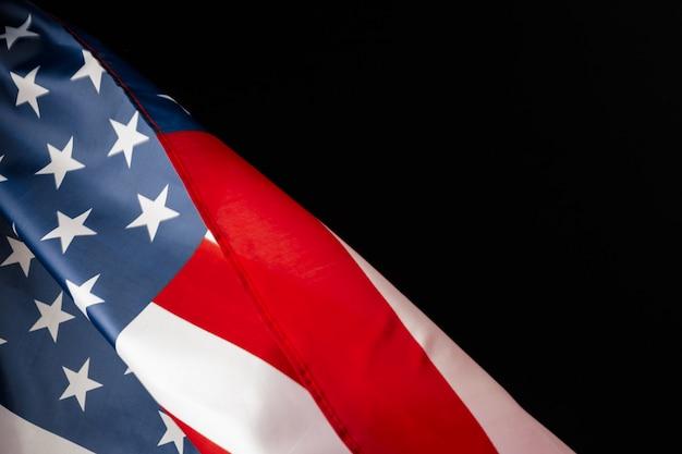 テキスト用のスペースと黒板にヴィンテージのアメリカの国旗