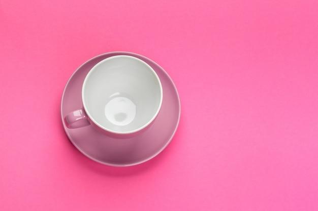色のフラットレイアウトビューコーヒーまたはティーカップ